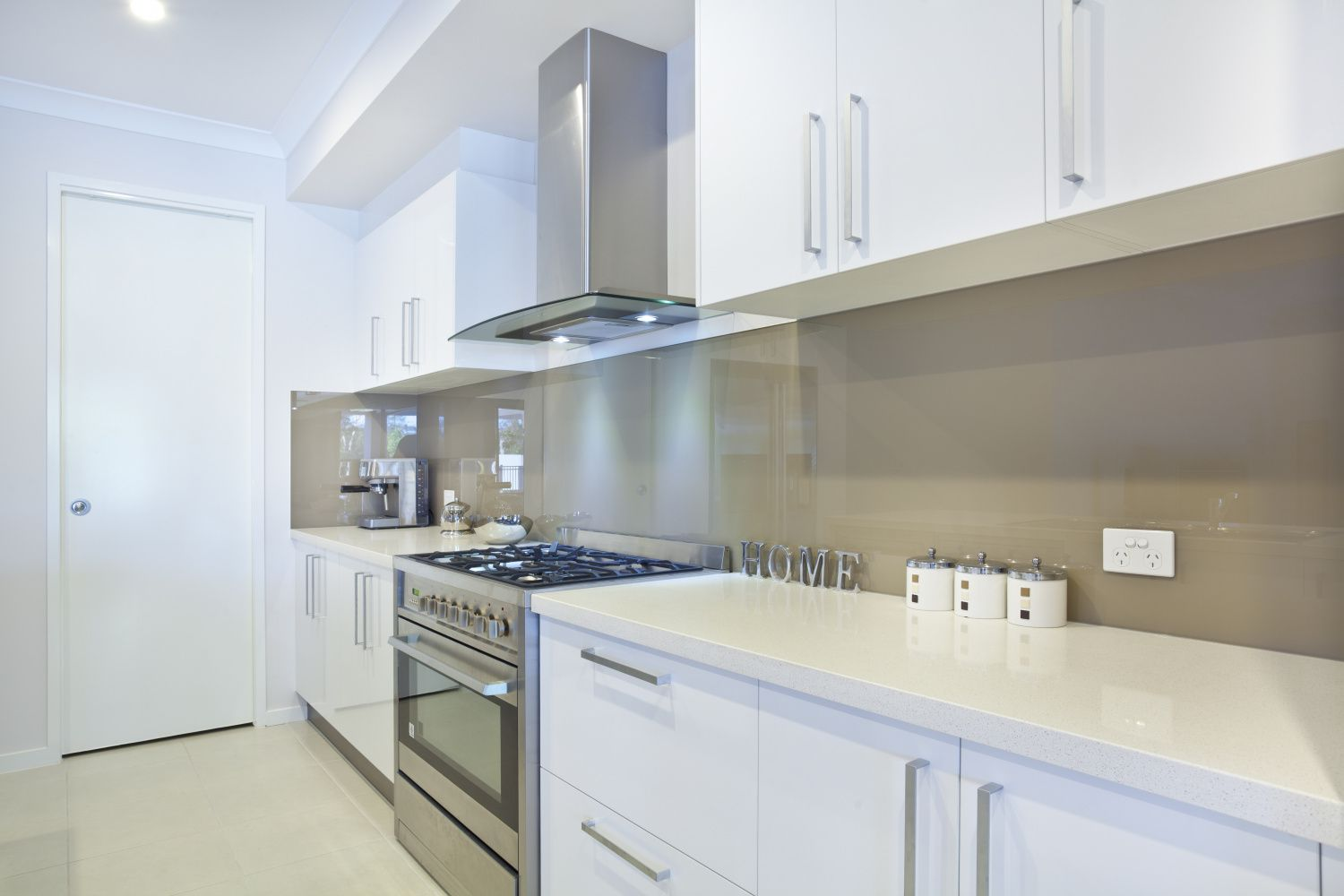 Flatpack, Pre-assembled, or Custom Kitchen: Which is best for you?